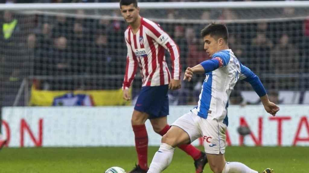 Álvaro Morata y Unai Bustinza, durante el Atlético de Madrid - Leganés