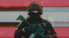 Persona con un rifle.