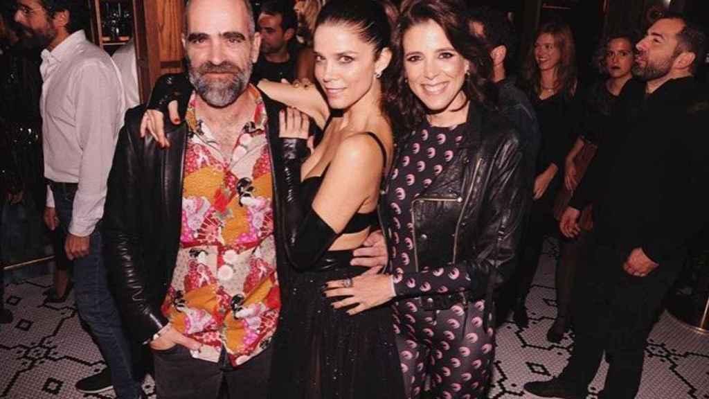 Luisa, a la derecha de la imagen, junto a Luis Tosar y Juana Acosta, gran amiga de la chilena.