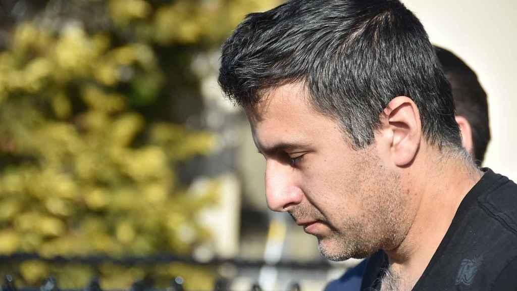 Michael Valva, padre del menor fallecido, en el momento de su detención.