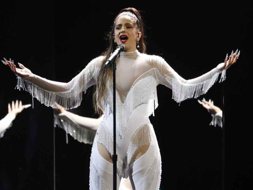 La cantante Rosalía actuando en la 62ª ceremonia de los premios GRAMMYs en Los Ángeles.