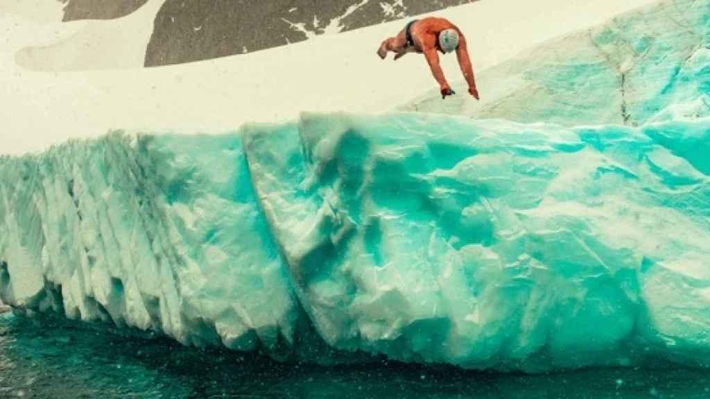 Imagen de Olle Nordell cedida por Antarctica2020 de Lewis Gordon Pugh en la Antártida. EFE
