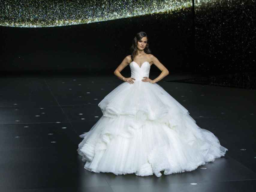 La modelo Blanca Padilla en el desfile de Pronovias de la Bridal Fashion Week.