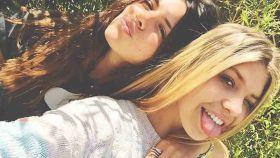 Laura y Anita Matamoros, en una imagen de Instagram.
