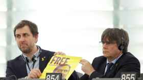 Carles Puigdemont junto a Toni Comín, en el Parlamento Europeo.