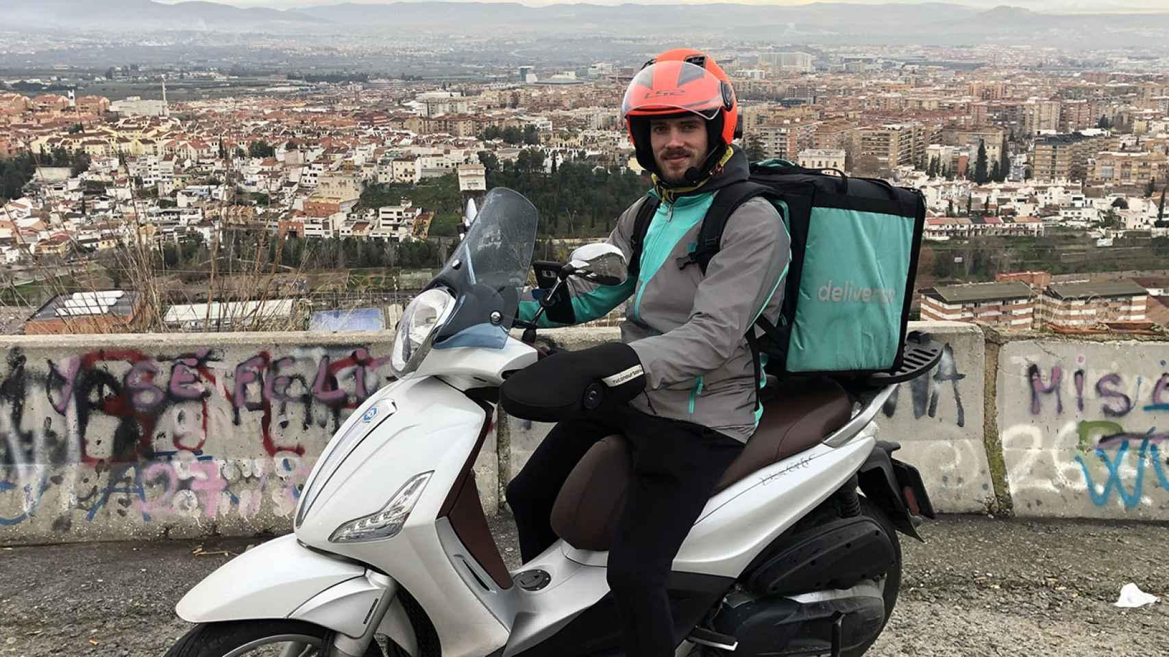 El 'rider' de Deliveroo Pablo Martínez.