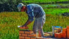 obrero ladrillo obra