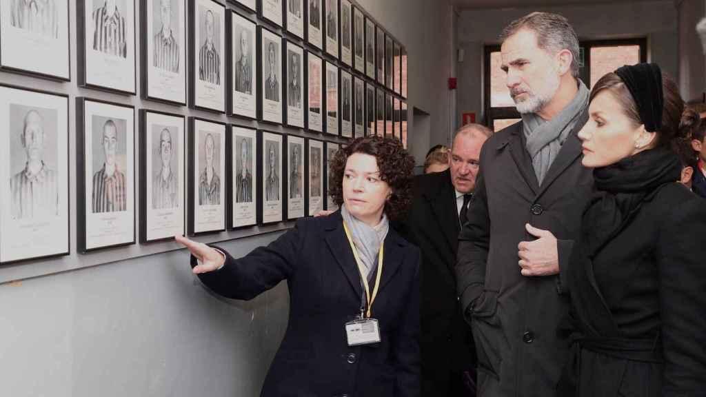 Los reyes en el campo de concentración y exterminio nazi de Auschwitz.