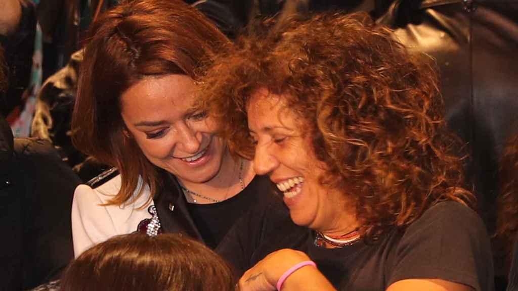 Toñi Moreno y Rosana en la presentación del libro 'Diccionario de las cosas que no supe explicate'.