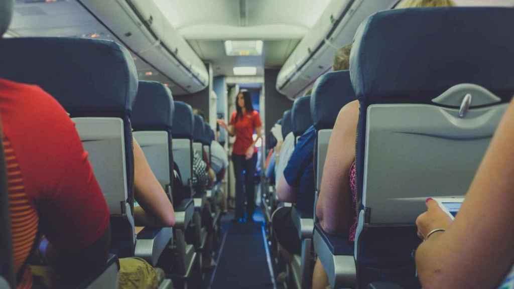 Cabina de pasajeros de avión