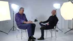 Fernando Romay, el primer invitado, junto al fotógrafo Pepe Castro.