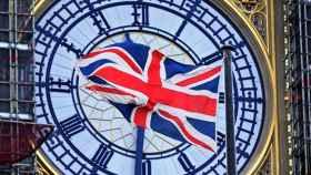La bandera de Reino Unido, justo delante del Big Ben.