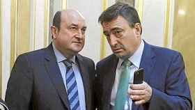 El presidente del PNV, Andoni Ortuzar, y el portavoz de los nacionalistas vascos en el Congreso, Aitor Esteban.
