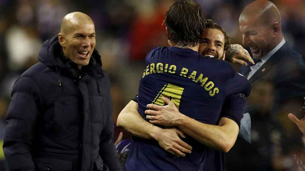Zinedine Zidane, junto a Nacho y Sergio Ramos