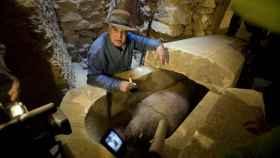 El egiptólogo Zahi Hawass, durante una de sus excavaciones.