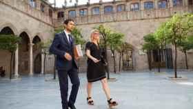 El consejero de Territorio y Sostenibilidad, Damià Calvet, y la concejal en el Ayuntamiento de Barcelona, Elsa Artadi.