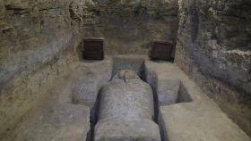 Uno de los sarcófagos de piedra hallados durante las excavaciones.