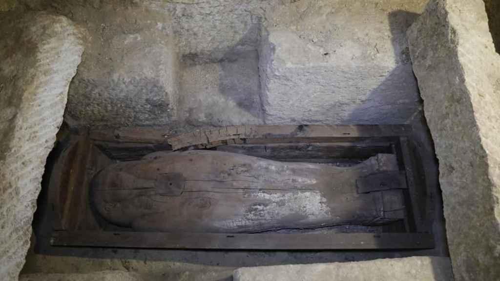 También se han documentado sarcófagos de madera.