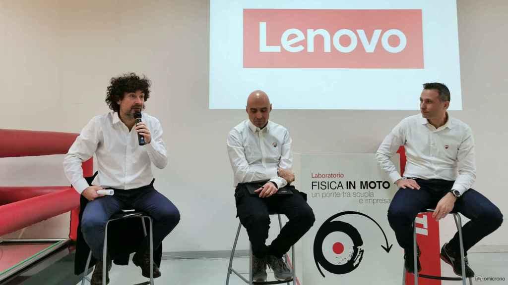 Paolo Ciabatti, Gabriele Conti y Konstantin Kostenarov, del equipo de Ducati.