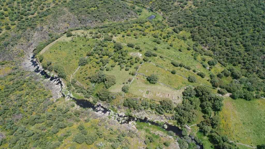 Vista aérea del yacimiento de Villasviejas de Tamuja, en Botija, Cáceres.