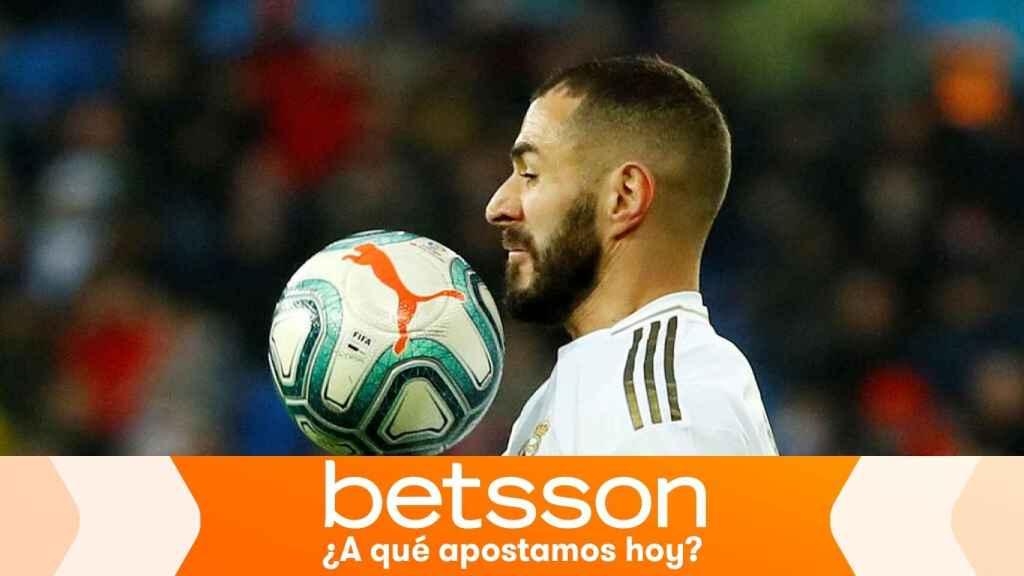 Karim Benzema contra la pelota