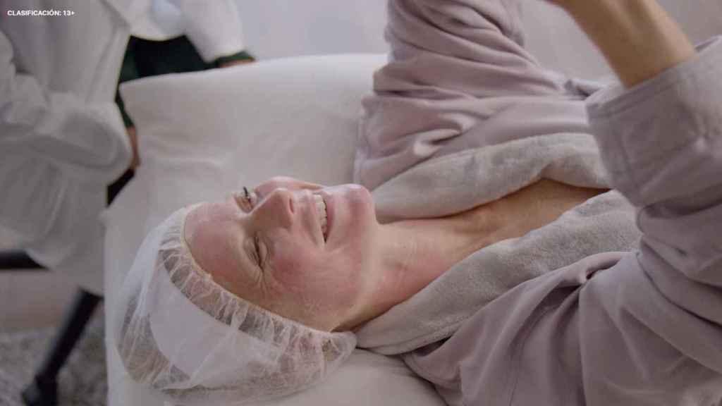 Gwyneth prueba en la serie el tratamiento facial Vampiro.
