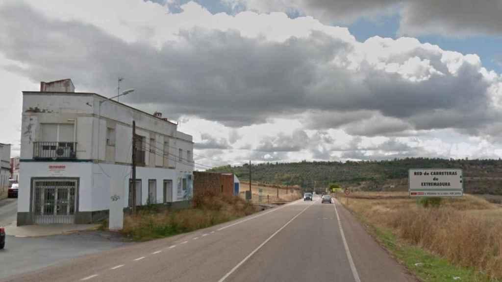 Carretera de Fregenal de la Sierra, donde se encuentra la vivienda en la que ha fallecido la víctima.