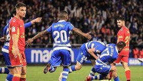 Los jugadores del Deportivo celebran uno de los goles del partido