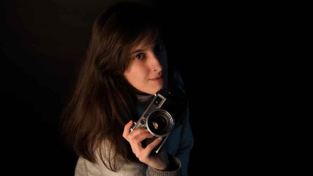 Marta tiene su propio estudio de fotografía.
