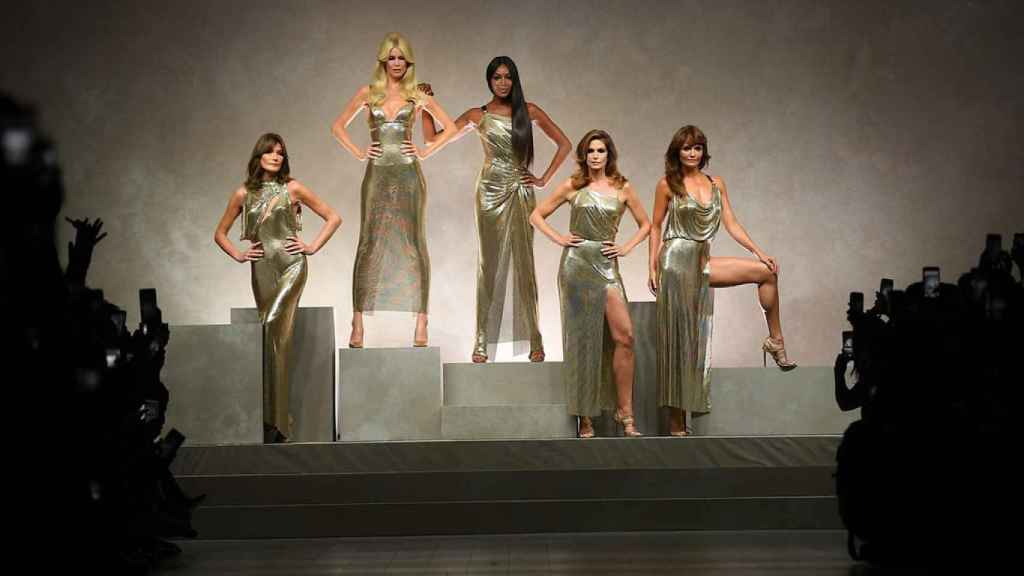 Las top model de los 90: Carla Bruni, Claudia Schiffer, Naomi Campbell, Cindy Crawford y Helena Christensen.