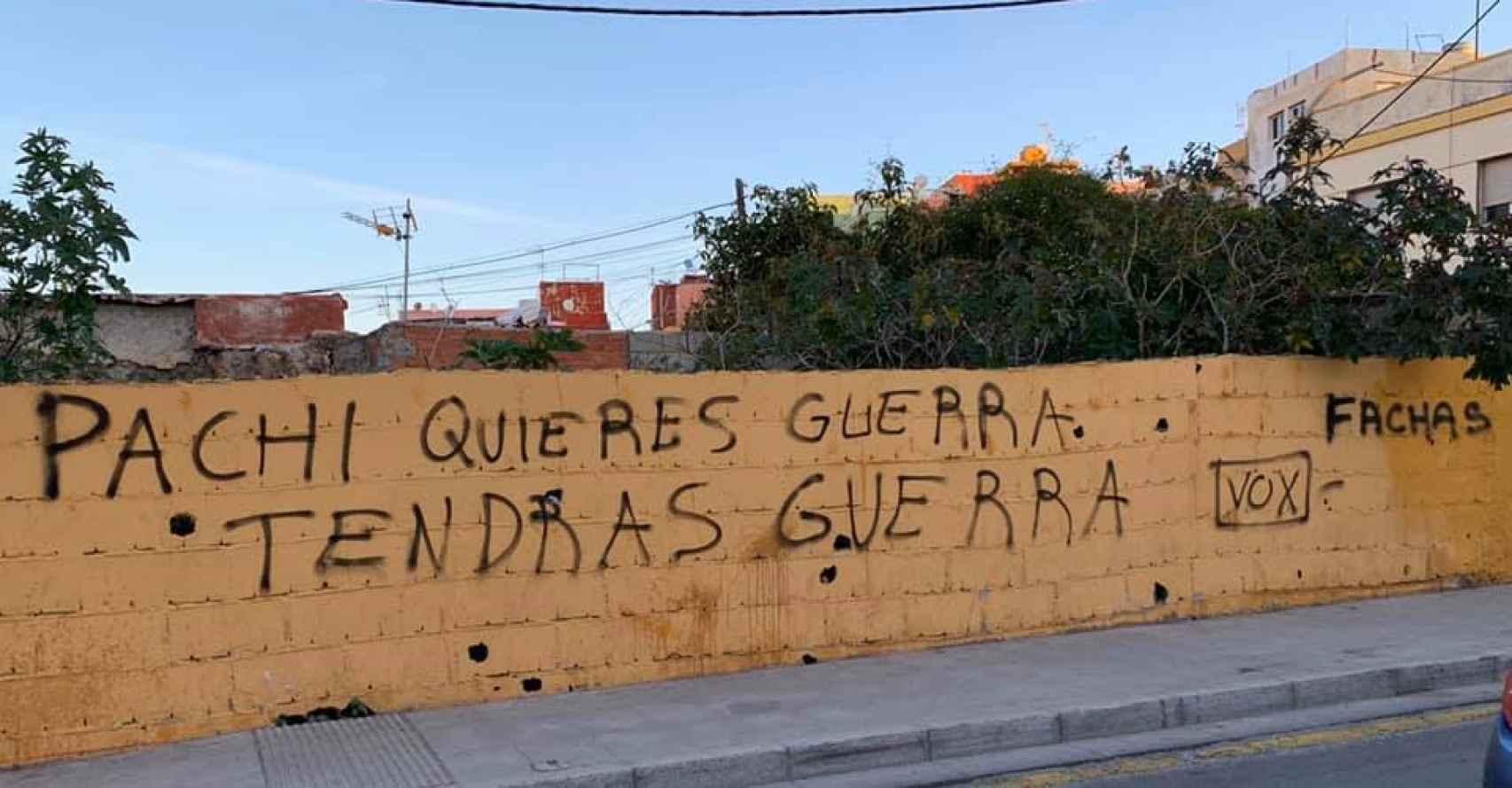 Pintadas contra el concejal de Vox, Francisco José Ruiz 'Pachi'.