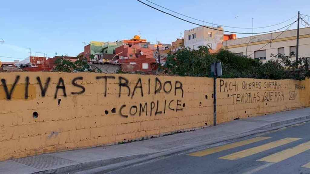 Pintadas contra el presidente de Ceuta, Juan Jesús Vivas.