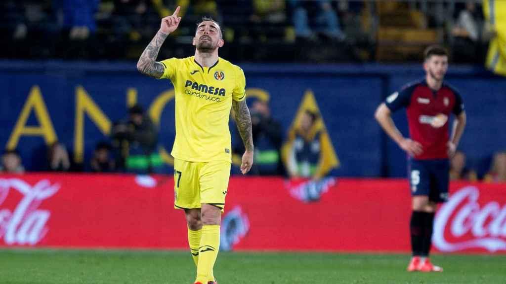 Paco Alcácer celebra uno de los goles del partido