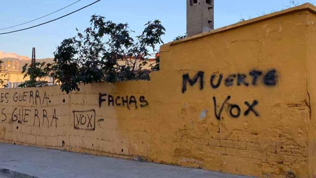 Pintadas contra Vox en Ceuta.