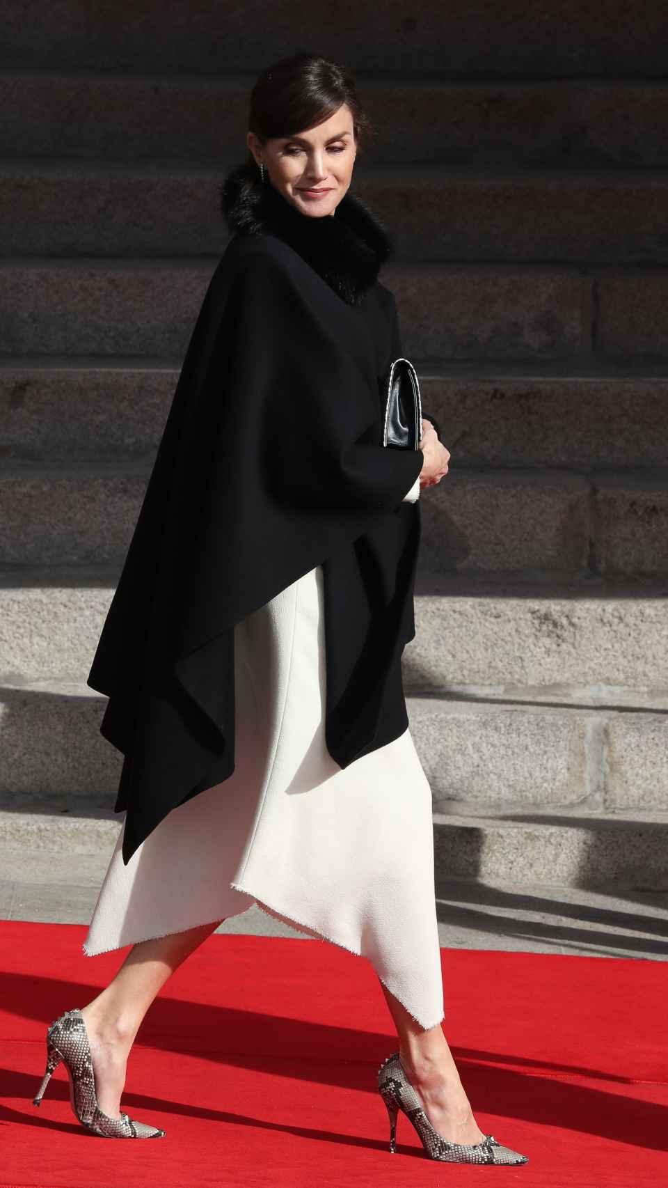 Letizia ha apostado por el 'black&white'.