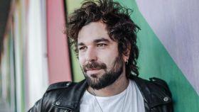 Eric es sobrino de Susanna Griso y toca la guitarra en el exitoso dúo Arnau Griso.