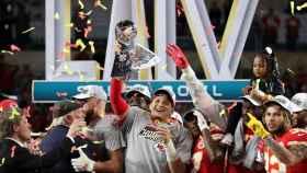 Mahomes, celebrando con los Chiefs la victoria en la Super Bowl.