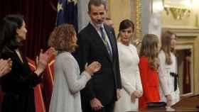 El Rey, Felipe VI, junto al resto de la Familia Real y la presidenta del Congreso, Meritxell Batet.