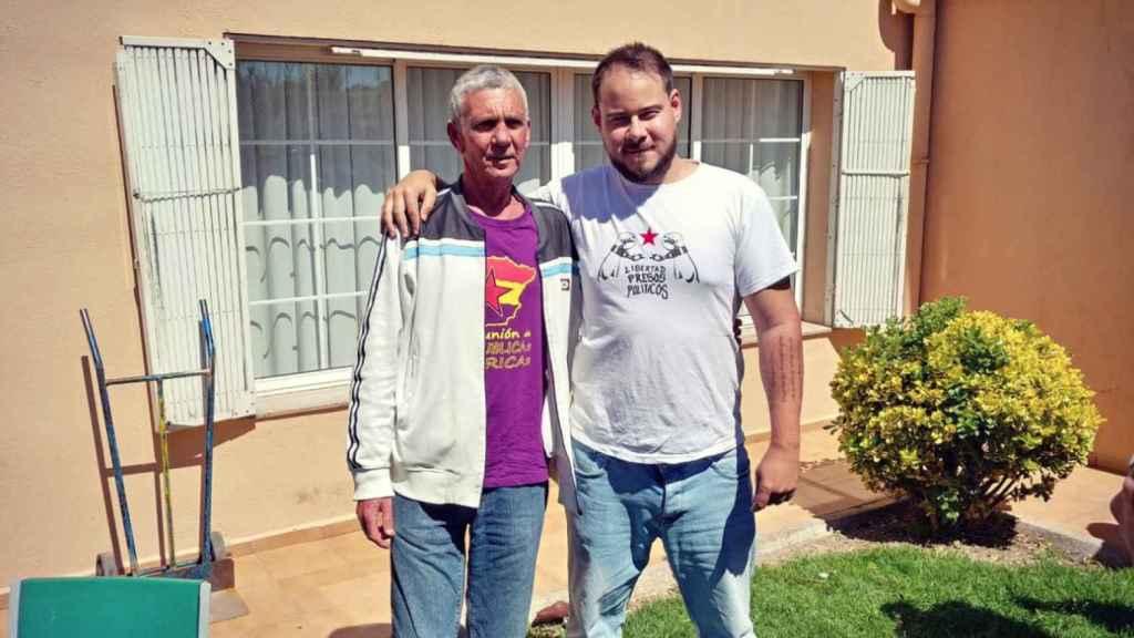 El dirigente del Grapo, Paco Cela Seoane, junto al cantante Pablo Hásel.