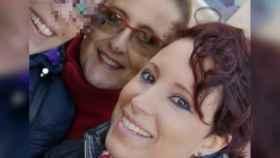 Olga, en el centro, junto a su hija Adriana, a la derecha de la fotografía.