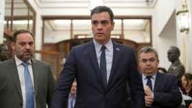 Pedro Sánchez, junto a José Luis Ábalos y Santos Cerdán, este martes en el Congreso.