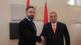 El presidente de Vox, Santiago Abascal, junto al primer ministro de Hungría, Viktor Orbán.