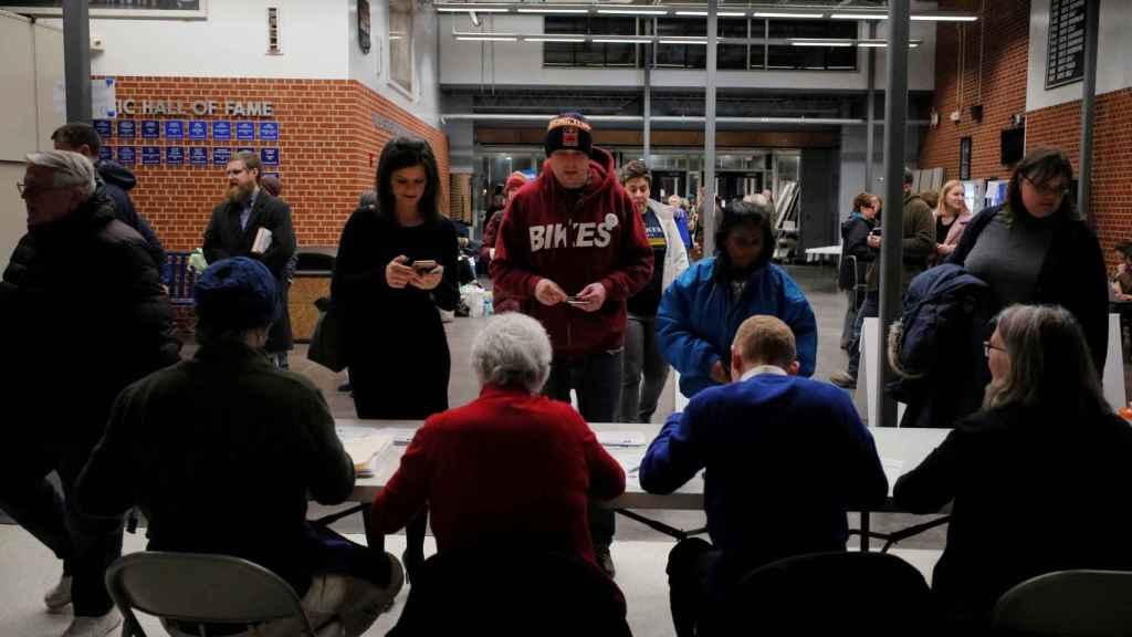 Votantes se registran para las primarias demócratas en Iowa