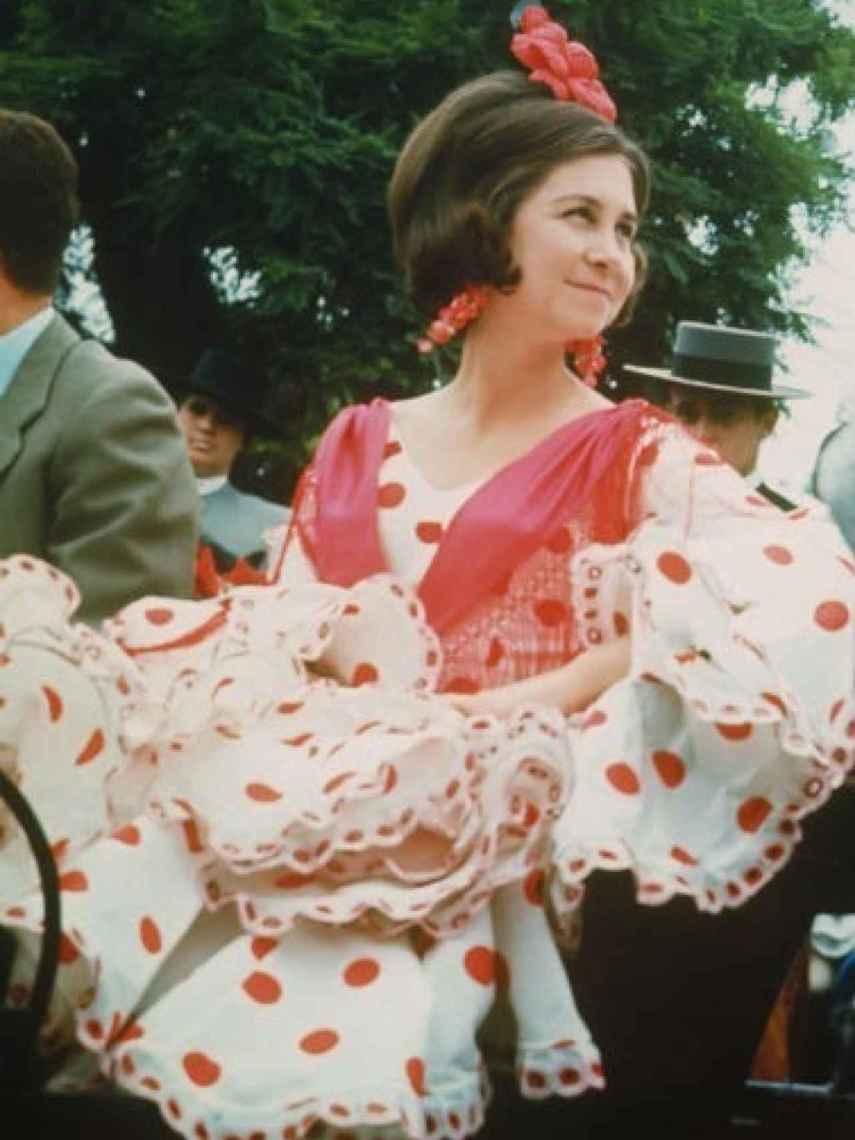 La reina Sofía en la feria de Sevilla vestida de Lina 1960.