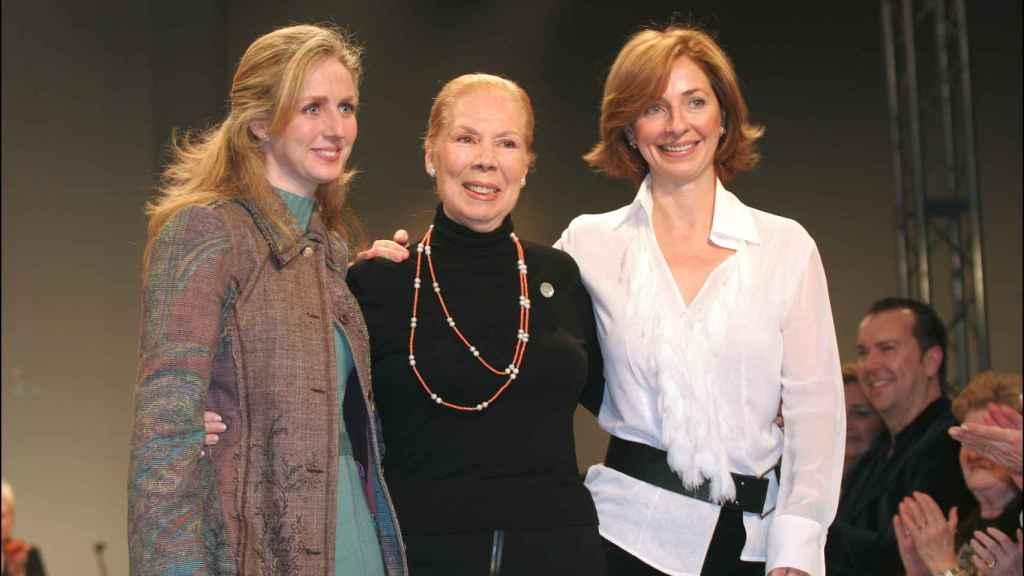 De izquierda a derecha: Mila Montero, la diseñadora Lina y Rocío Montero.