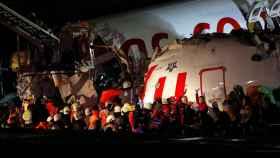 Un avión de pasajeros se sale de la pista al aterrizar en Estambul