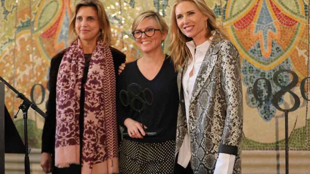 La modelo Judit Mascó y la hija del diseñador, Nuria Sardá, han estado presentes en el acto.