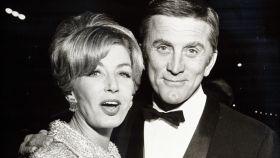 Kirk Douglas y su esposa, Anne Buydens.