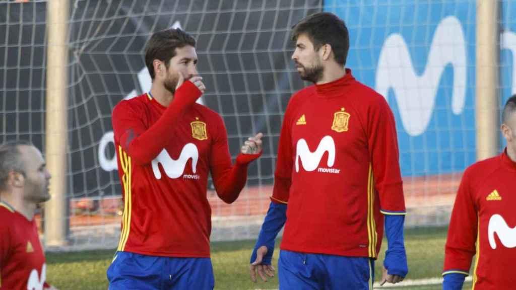 Sergio Ramos y Gerard Piqué con España