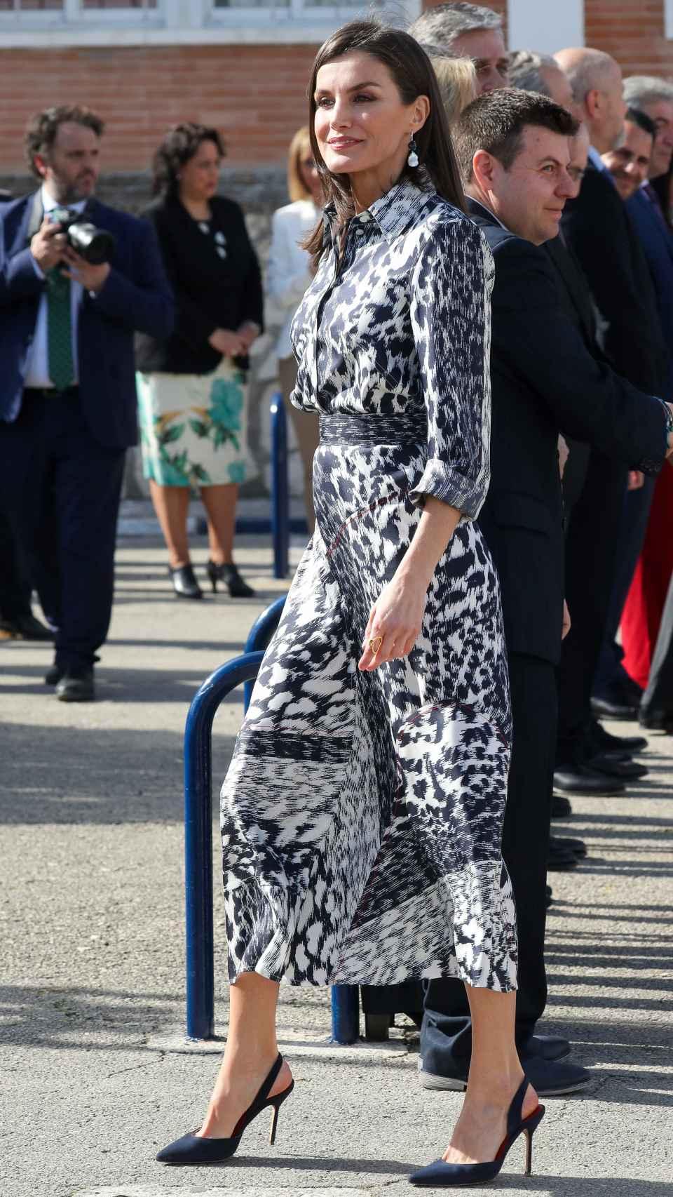 Letizia luciendo el diseño de Victoria Beckham.